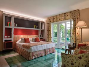 A bed or beds in a room at Hotel Hermitage