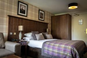 A bed or beds in a room at Beaufort Hotel