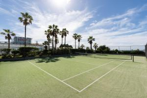 Tennis and/or squash facilities at 19th Avenue on the Beach or nearby