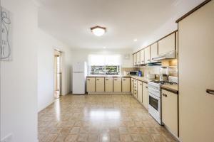 A kitchen or kitchenette at Drift Inn