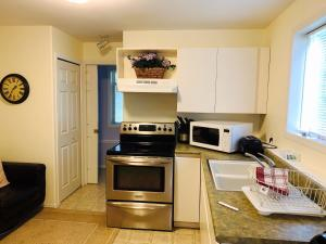 A kitchen or kitchenette at Maple View Bed and Breakfast