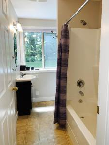 A bathroom at Maple View Bed and Breakfast