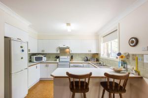 A kitchen or kitchenette at Rainforest Court