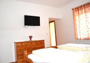 Ein Bett oder Betten in einem Zimmer der Unterkunft Gasthof zum Goldenen Pflug