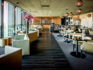 A restaurant or other place to eat at Fletcher Wellness-Hotel Leiden (former City Resort Hotel Leiden)