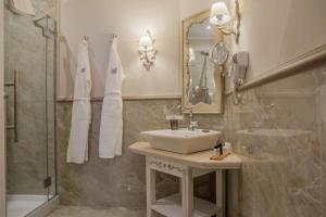 חדר רחצה ב-Micra Anglia Boutique Hotel & Spa