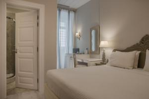 מיטה או מיטות בחדר ב-Micra Anglia Boutique Hotel & Spa