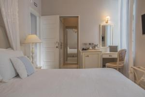 A bed or beds in a room at Micra Anglia Boutique Hotel & Spa