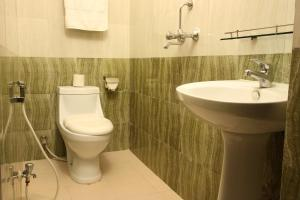 A bathroom at Dream Nepal Hotel and Apartment