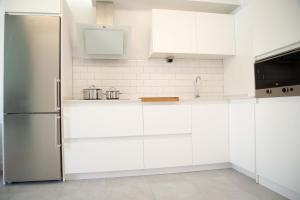 Una cocina o zona de cocina en Apartamento Aloe 2 dormitorios 4P piscina wifi by Lightbooking