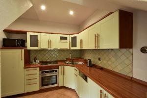 Kuchyň nebo kuchyňský kout v ubytování Sant Georg Garni
