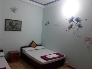 A bed or beds in a room at Binh Minh Hostel