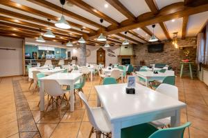 A restaurant or other place to eat at Ciudad de Jaca