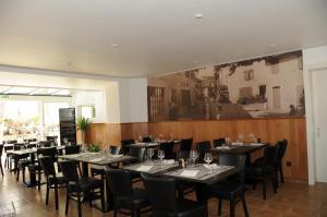 Restaurant ou autre lieu de restauration dans l'établissement Hôtel Restaurant La Croix Verte