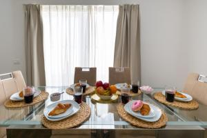 Breakfast options available to guests at Ninedaysuite Penthouse