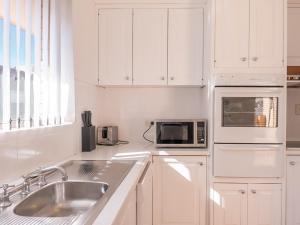 A kitchen or kitchenette at Unit 1@Tee Jays