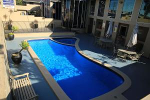 A view of the pool at Twin Towers Inn or nearby