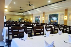 A restaurant or other place to eat at The Arnawa