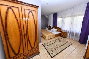 Un pat sau paturi într-o cameră la Vila Eden