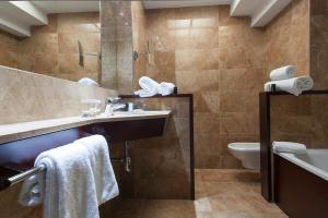 Salle de bains dans l'établissement Acta Atrium Palace