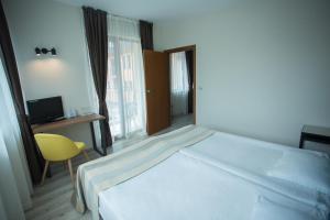 Ein Bett oder Betten in einem Zimmer der Unterkunft Atlant Hotel