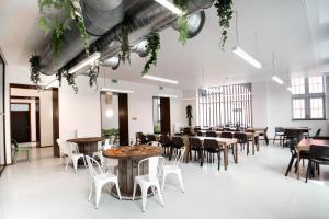 Ein Restaurant oder anderes Speiselokal in der Unterkunft Liège Youth Hostel