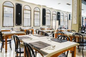 A restaurant or other place to eat at Hotel Costa Andaluza