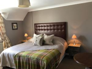 A bed or beds in a room at Pollards Inn