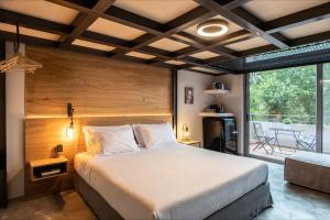 A bed or beds in a room at Bespoke House Athens