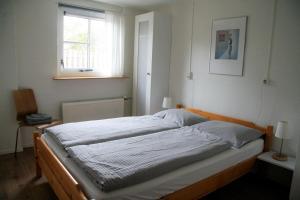 Een bed of bedden in een kamer bij De Skuorre