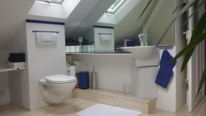 A bathroom at Artistshouse Bed and Apartment