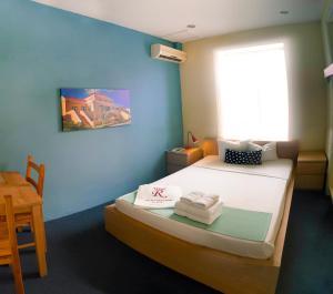Cama ou camas em um quarto em First Curacao Hostel