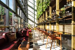 The lounge or bar area at Moxy NYC Chelsea