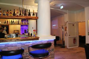 The lounge or bar area at Elbe's Hotel Dresden