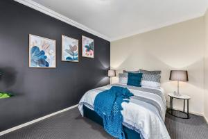 A bed or beds in a room at Accommodation on Lansell 2