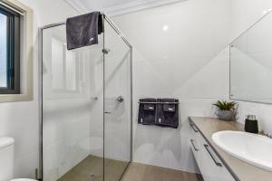 A bathroom at Accommodation on Lansell 2