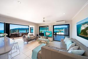 A seating area at Oasis on Oceanview - Airlie Beach
