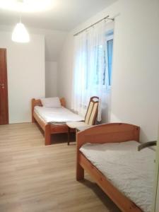 Łóżko lub łóżka w pokoju w obiekcie Zielona Pestka