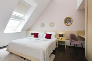A bed or beds in a room at Rafael Kaiser Premium Apartments - Contactless 24h Check-In