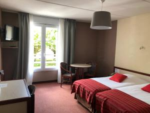 Un ou plusieurs lits dans un hébergement de l'établissement Hôtel et Studios d'Orfeuil