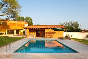 A piscina em ou perto de Quinta de Lograssol