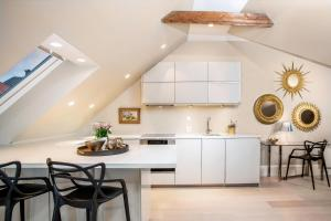 A kitchen or kitchenette at 2 Døtre Apartments