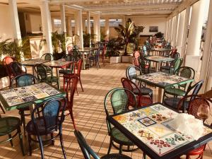 A restaurant or other place to eat at Hotel Bougainville
