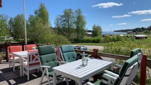A restaurant or other place to eat at Mellanfjärdens Pensionat