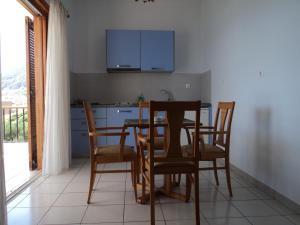 Télévision ou salle de divertissement dans l'établissement Paraschou Guesthouse
