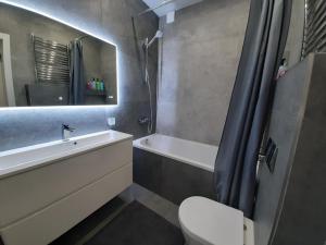 Ванная комната в Apartment на Ленинском проспекте 29, Колибри в Центре