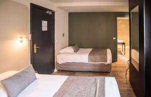 Un ou plusieurs lits dans un hébergement de l'établissement Le Comte Rouge