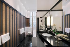 A bathroom at Romantik Hotel das Smolka