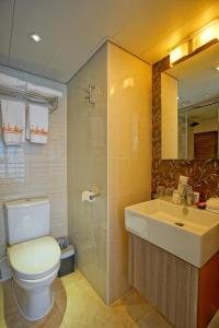 A bathroom at Mia Casa Hotel