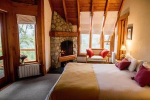 Una cama o camas en una habitación de Amigos del Bosque